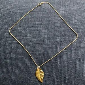 Gold Aldo leaf pendant